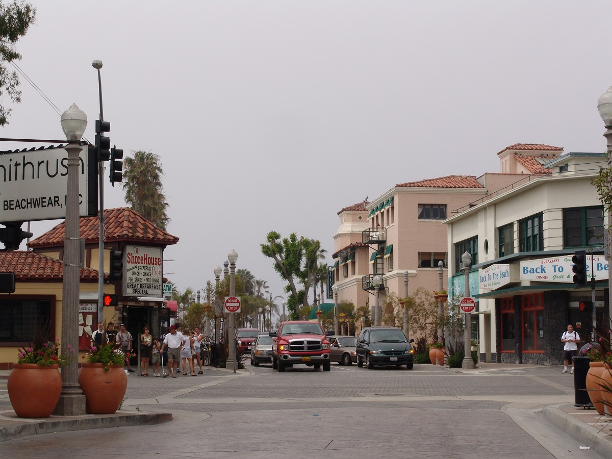 the balboa peninsula fun zone with arcades, restaurants, dining, boat rentals, fun in the sun